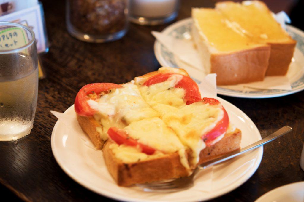 トマトとモッツアレラチーズのトーストセット