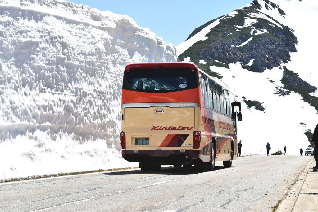 乗鞍スカイライン 雪の壁 バス