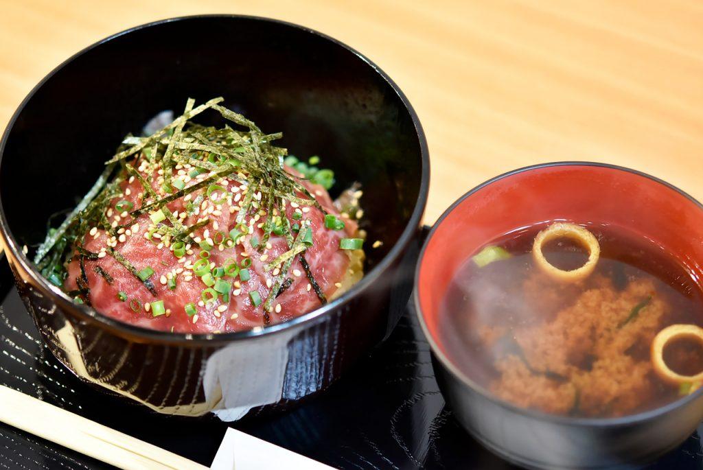 とろける飛騨牛丼 ミニ + 味噌汁