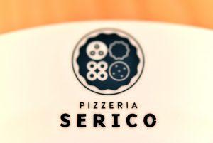 pizzeria SERICO ロゴ